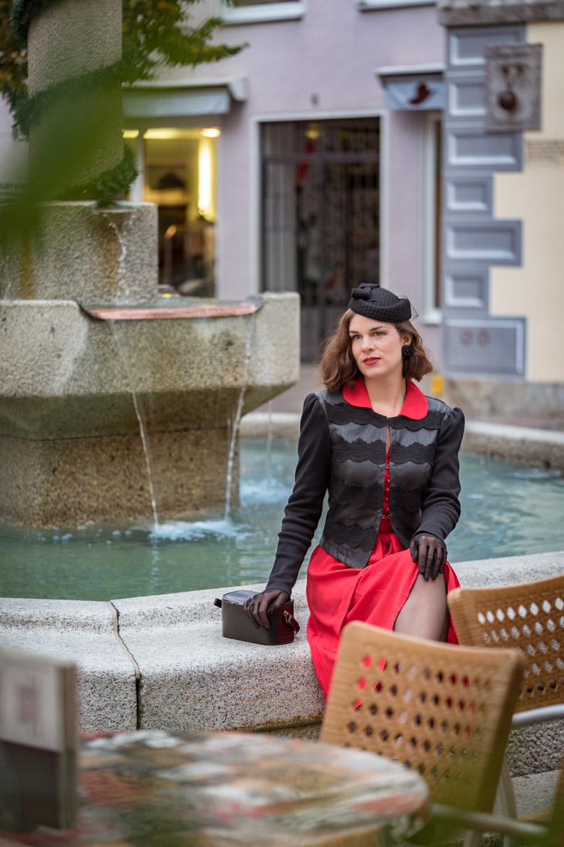 RetroCat mit einem 40er-Jahre-Outfit in Füssen