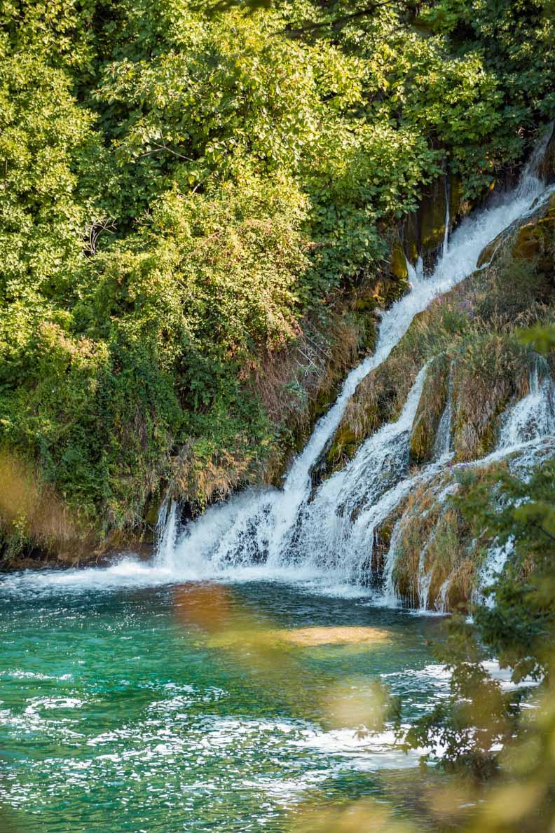 Ein atemberaubender Wasserfall im Nationalpark Krka in Kroatien