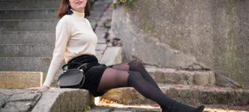 Der Stil der 60er modern interpretiert mit einem Strickpullover von Daisy del Sol
