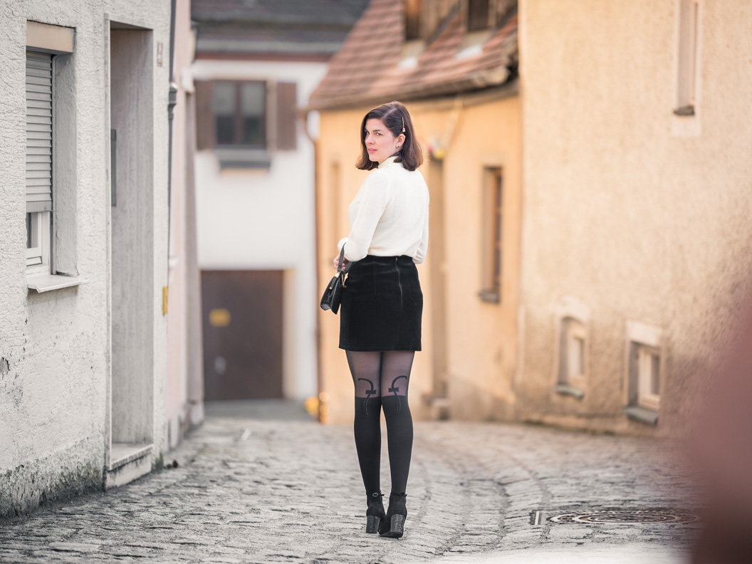 Vintage-Bloggerin RetroCat in einem modernen 60er-Jahre-Outfit in Landsberg