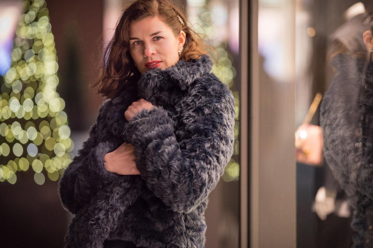 RetroCat mit einer kuscheligen Fake-Fur-Jacke für den Winter