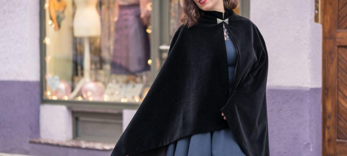 Dramatisch schön: Das schwarze Samt-Cape von Grünten Mode