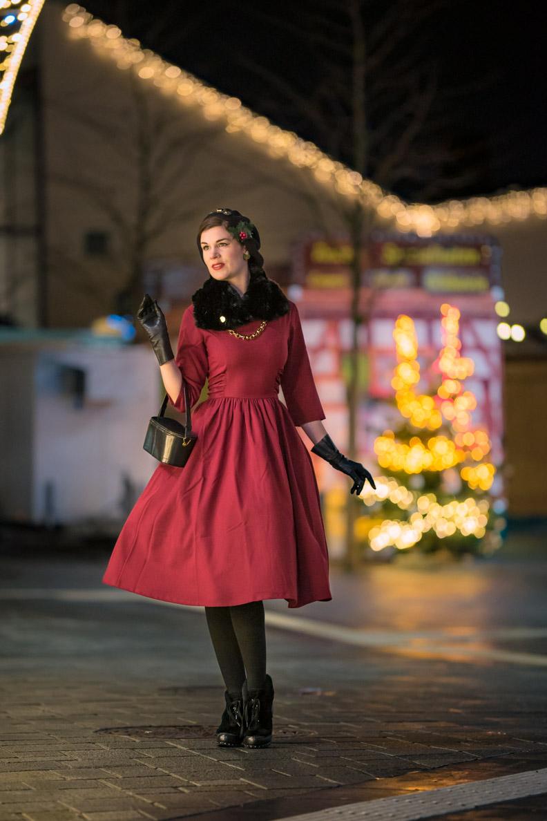 RetroCat mit dem roten Vivian Dress von Zoe Vine