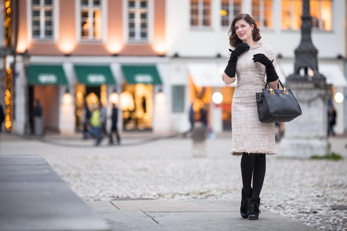 RetroCat in einem glamourösen Vintage-Outfit für den Alltag in München