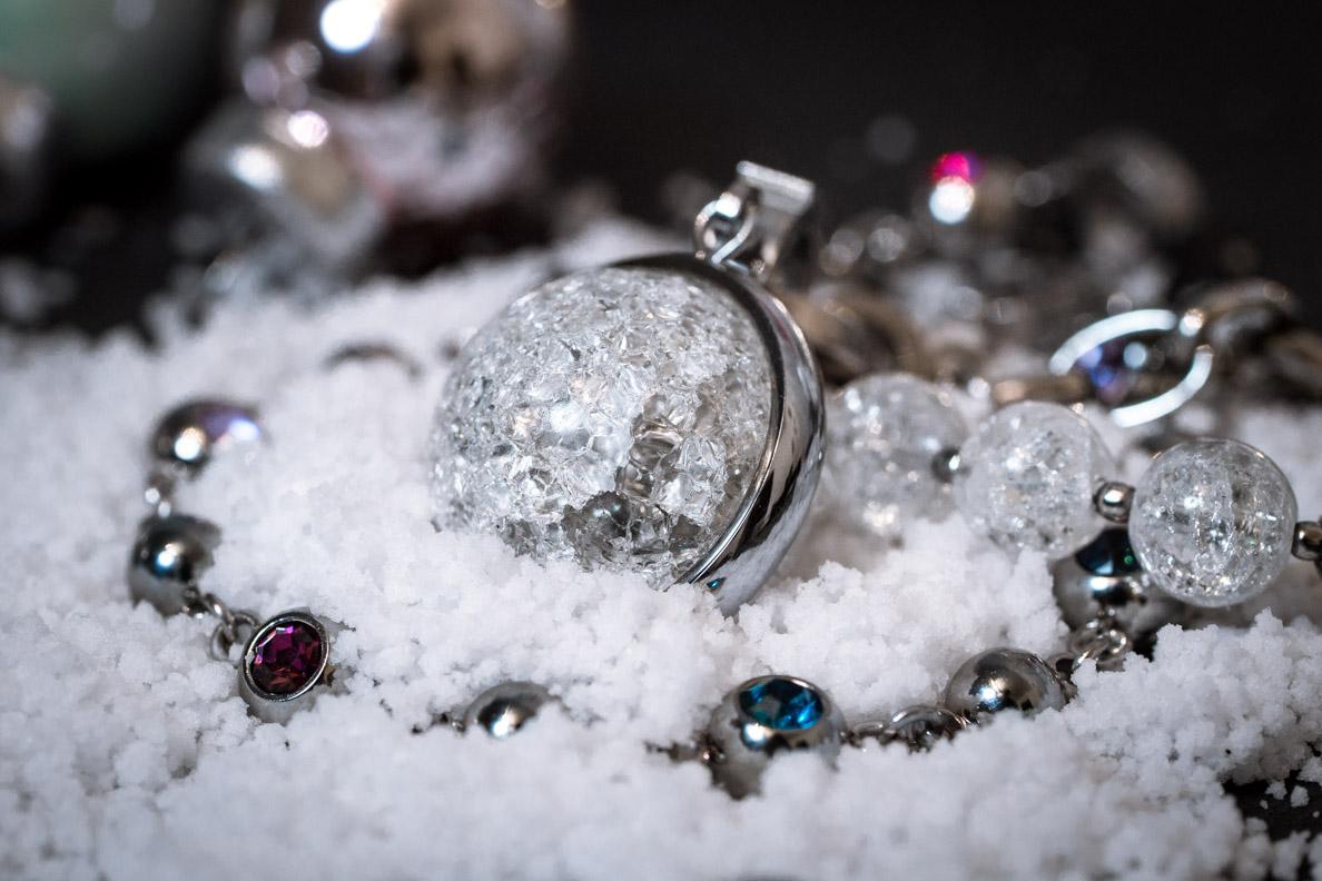 Geschenkidee zu Weihnachten: Der Schneeball-Anhänger von LEONARDO