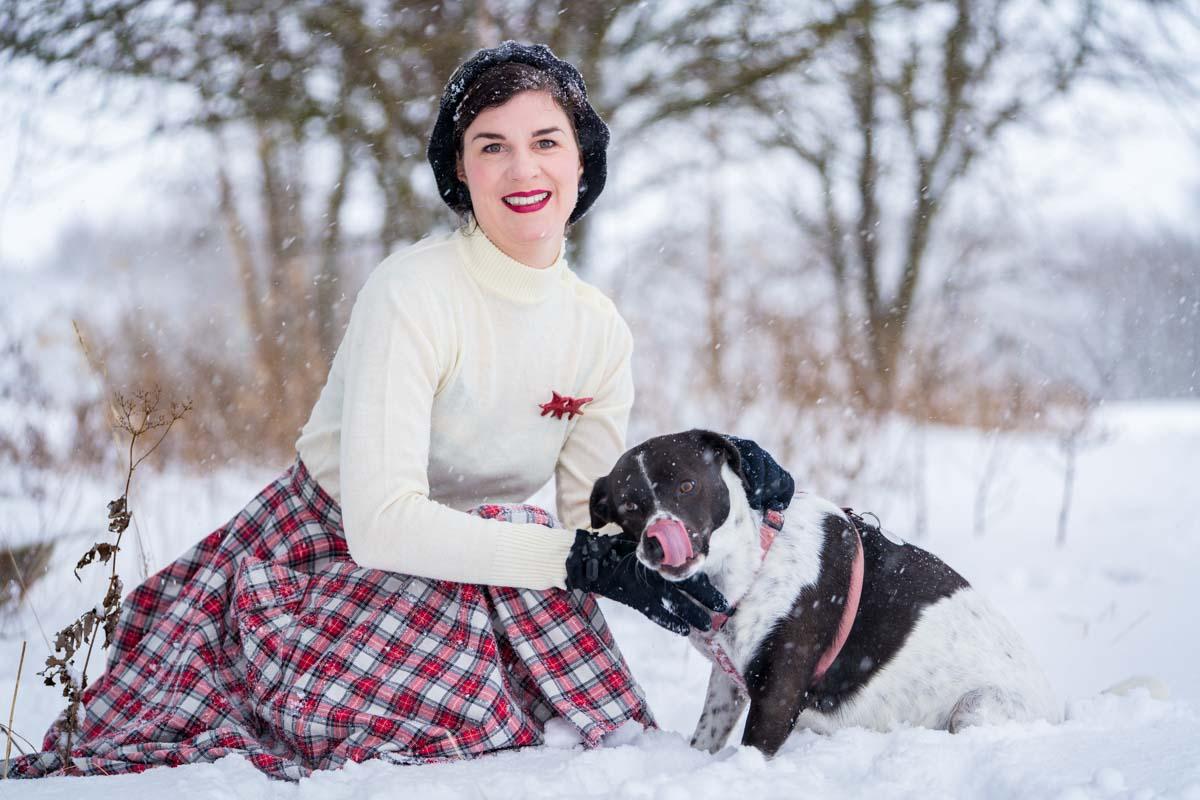 Wie Hund und Katz: Ein warmes Retro-Outfit nicht nur zum Gassi gehen im Winter
