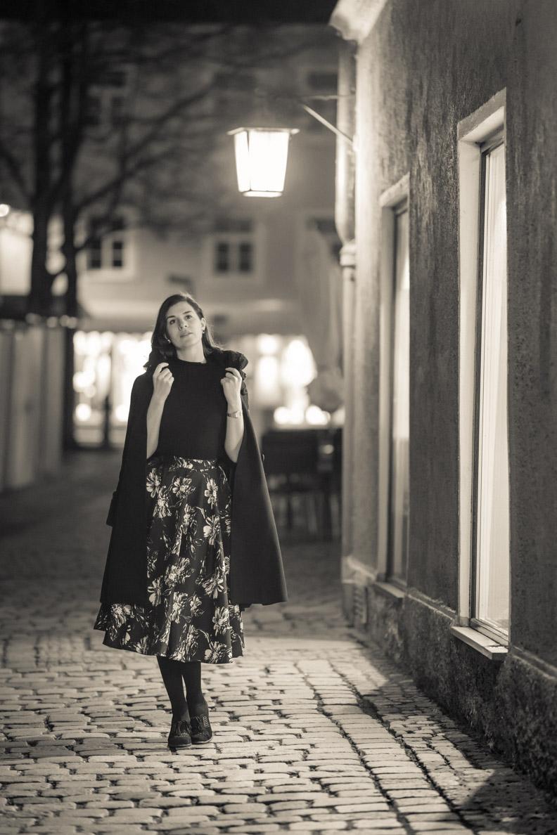 RetroCat in einem schlichten schwarzen Retro-Outfit in Landsberg