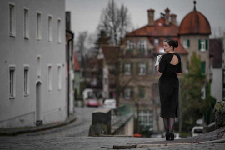 Glamouröse Kleider für graue Tage und Nächte: Das Cotton Velvet Dress von Ginger Jackie