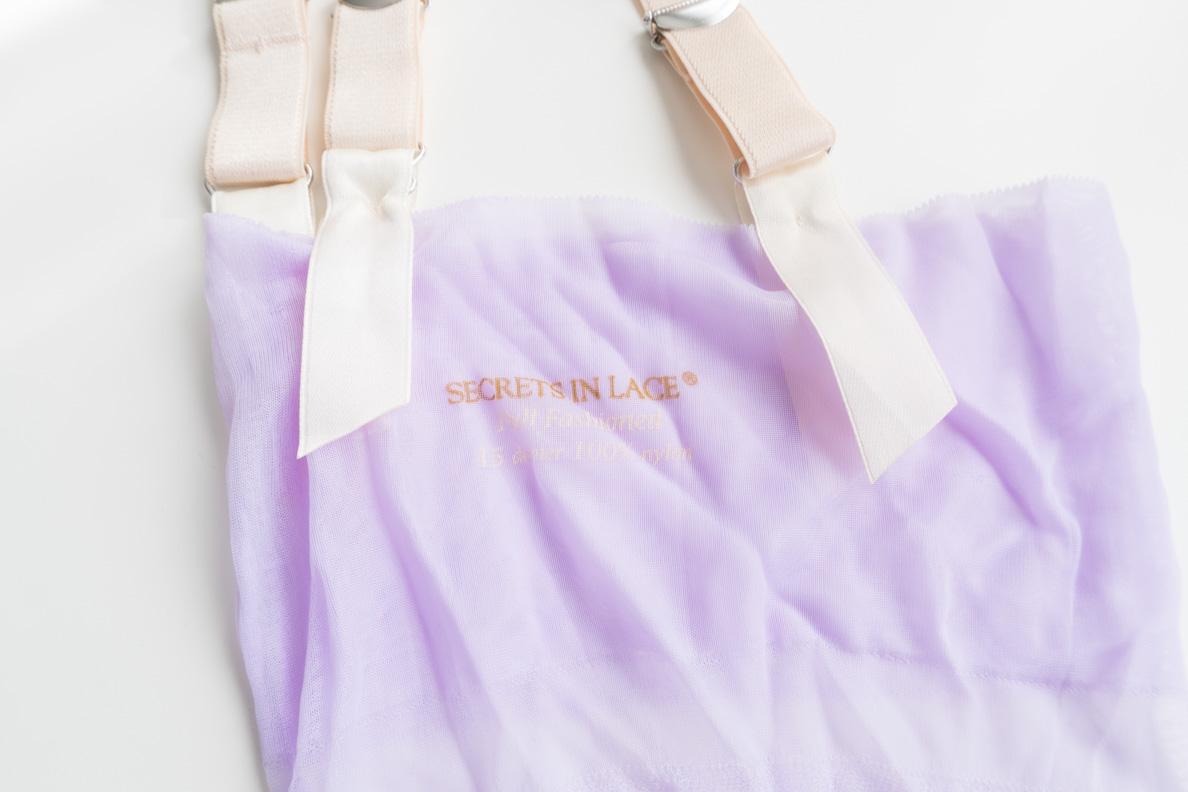 """Der Strumpfhalter """"Speakeasy Fashion Garter Belt"""" von Secrets in Lace mit drei Haltern auf jeder Seite"""