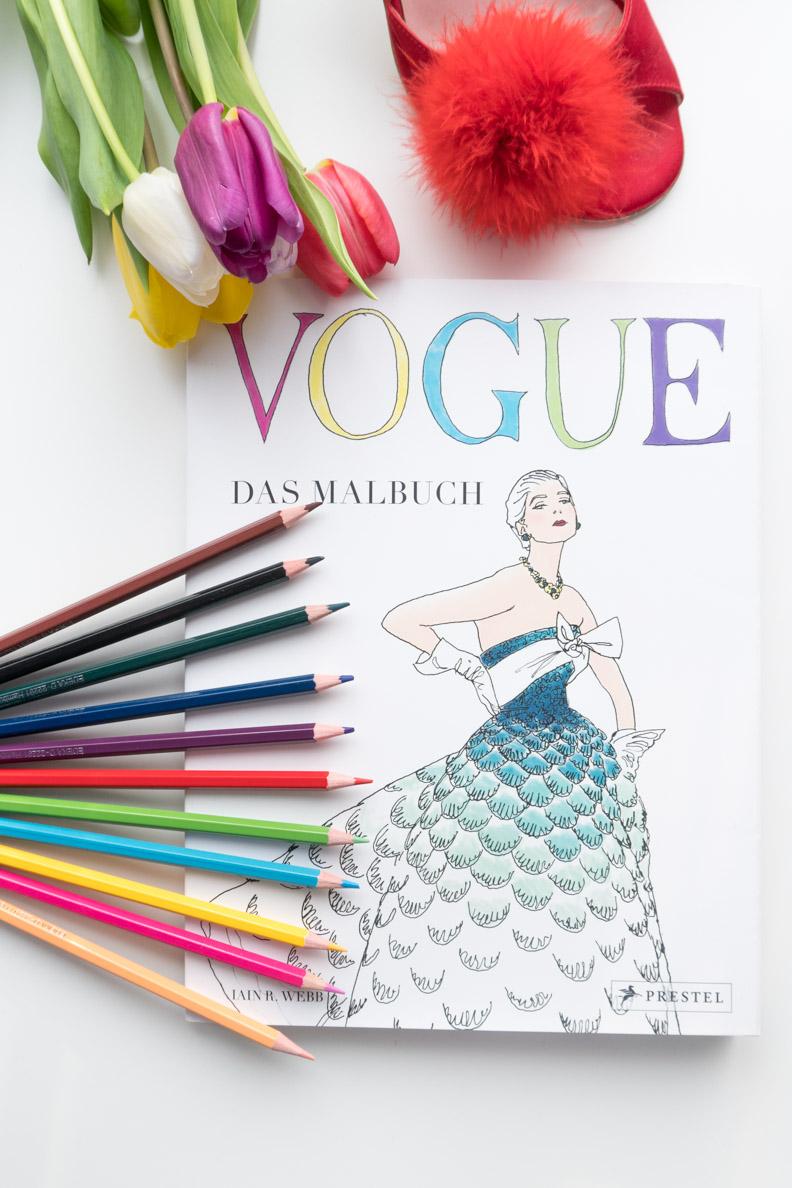 Das Vogue Malbuch (Prestel Verlag) und passende Buntstifte