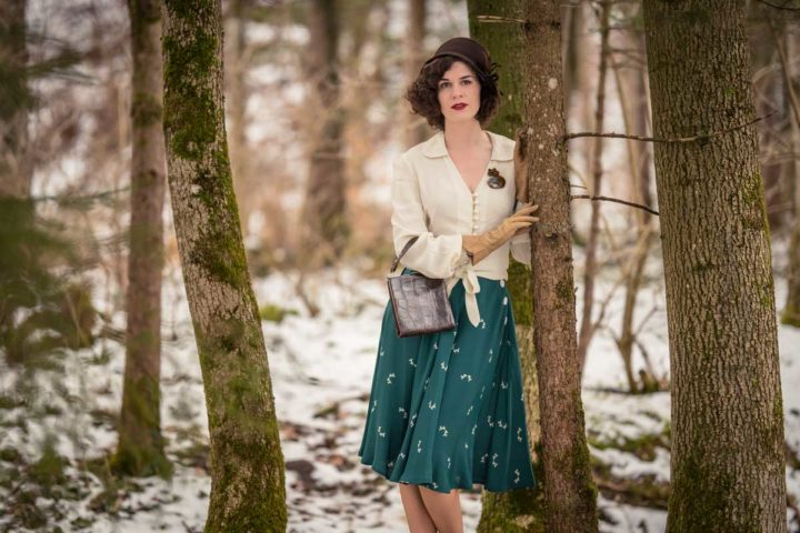 """Bye bye Winter! A 40s inspired Outfit with the Isabelle Skirt in """"Green Doggy"""" by The Seamstress of Bloomsbury"""