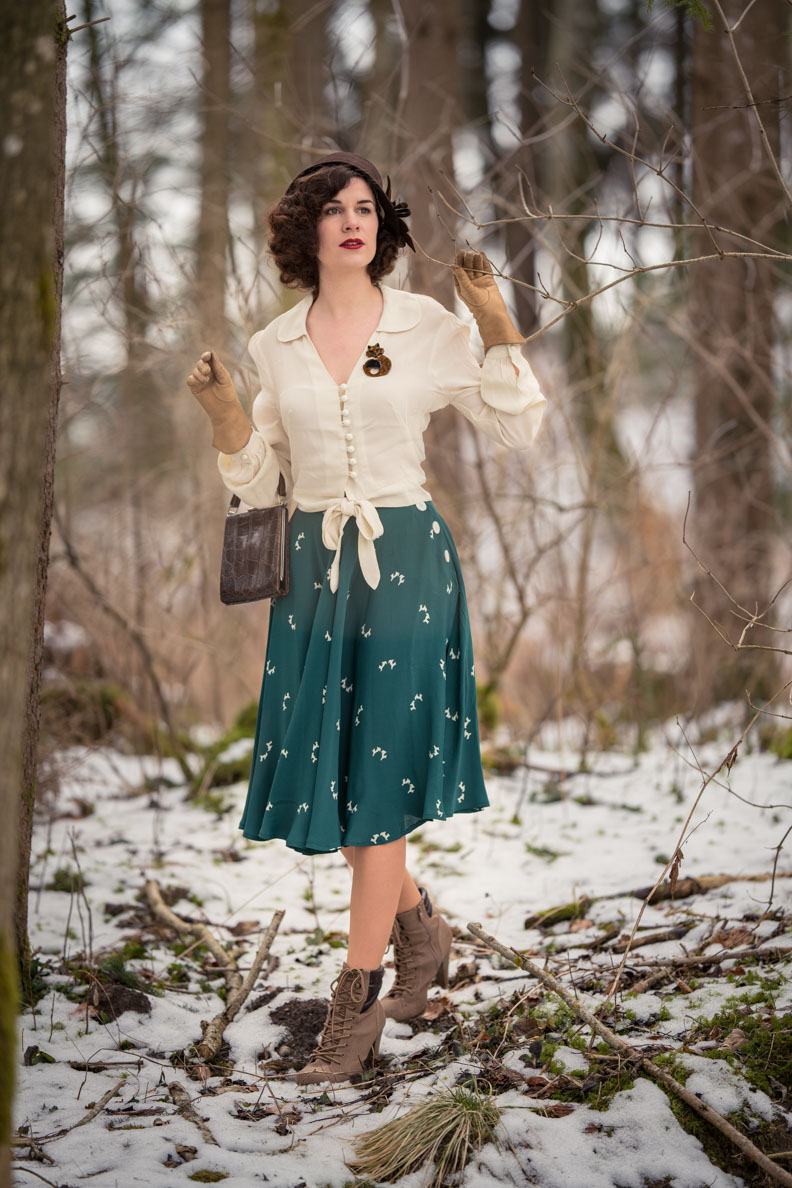 Vintage-Bloggerin RetroCat in einem 40er-Jahre-Outfit von The Seamstress of Bloomsbury