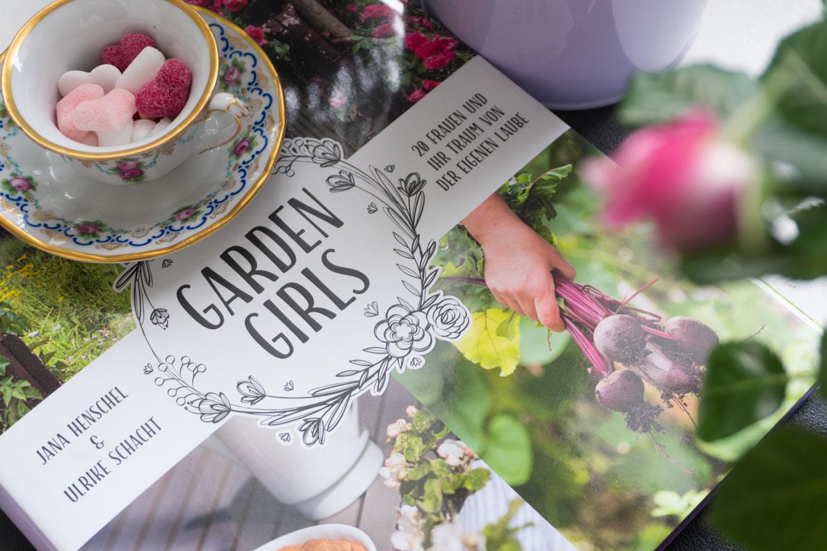 """Das Buch """"Garden Girls"""" von Jana Henschel und Ulrike Schacht"""