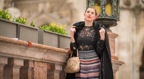 Spitzenmäßig: Ein verführerisches Retro-Outfit mit dem Bänderrock von Lena Hoschek