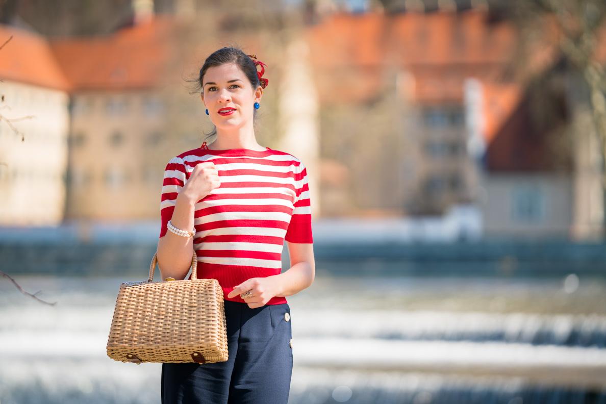 Vintage-Bloggerin RetroCat mit dem Bateau Sweater im Stil der 50er von Pretty Retro