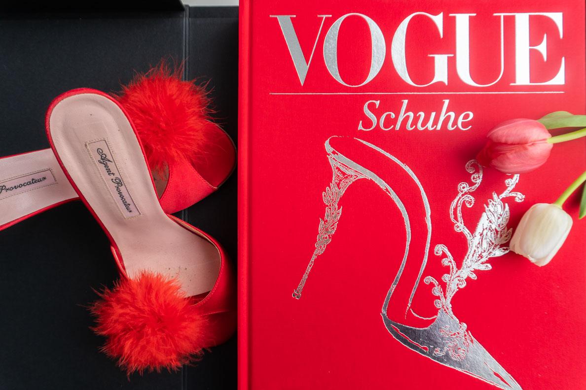 Buchtipp: VOGUE: Schuhe (Prestel Verlag) und Mules von Agent Provocateur