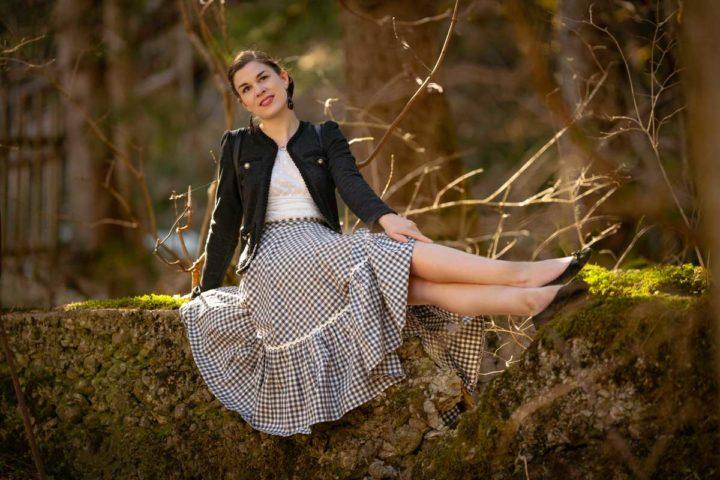Ein Spaziergang im Wald mit dem karierten Lena Hoschek Rock