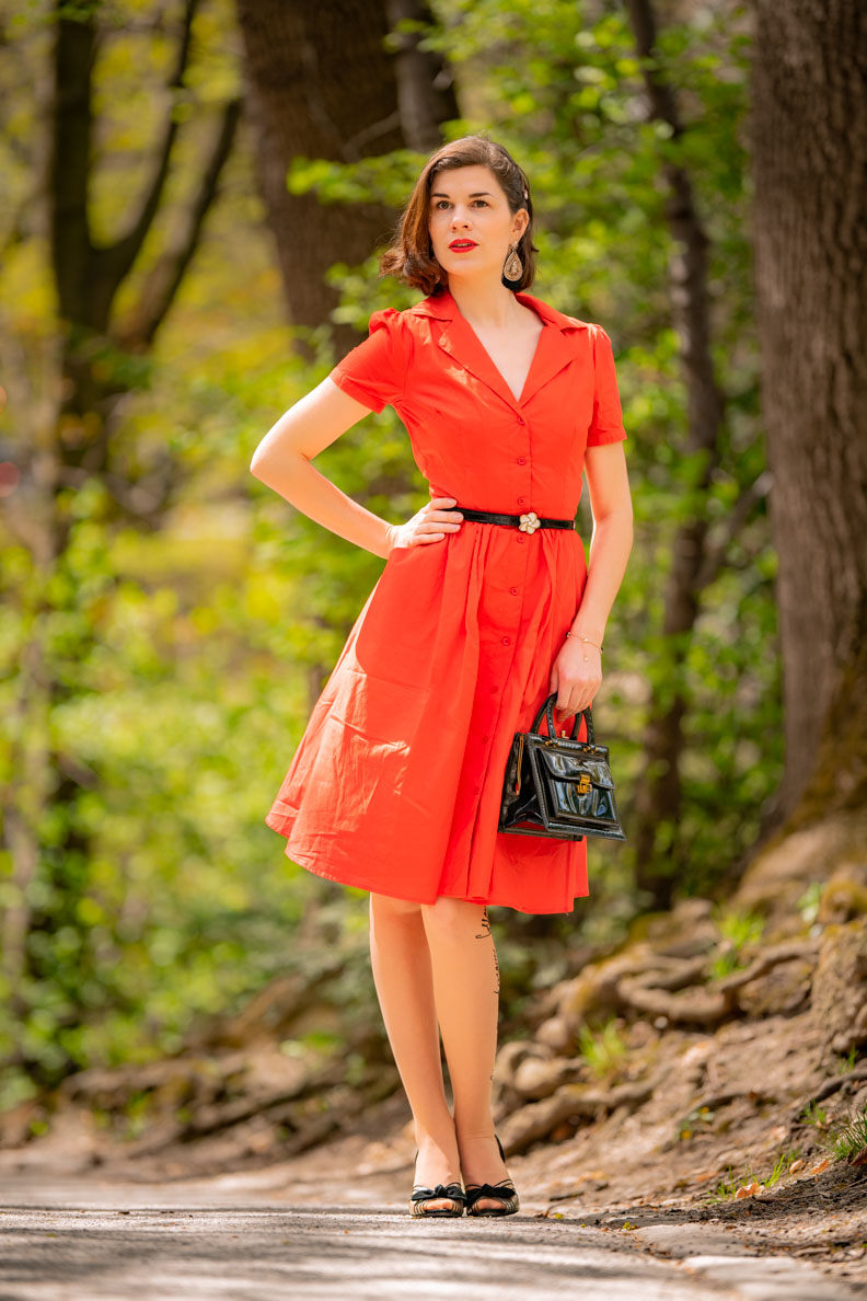 "Vintage-Bloggerin RetroCat in dem Shirt Dress ""Pepper"" von Joanie Clothing"