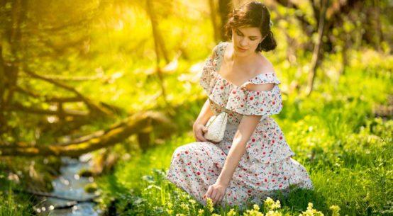 Entspannte Frühlingstage auf dem Land mit dem Boho-Kleid Isadora von Joanie Clothing