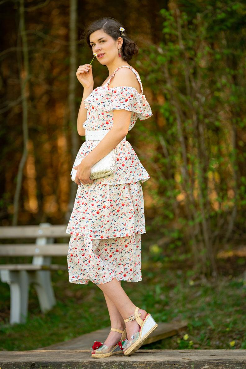 Vintage-Bloggerin RetroCat mit dem romantisch verspielten Boho-Kleid Isadora von Joanie Clothing