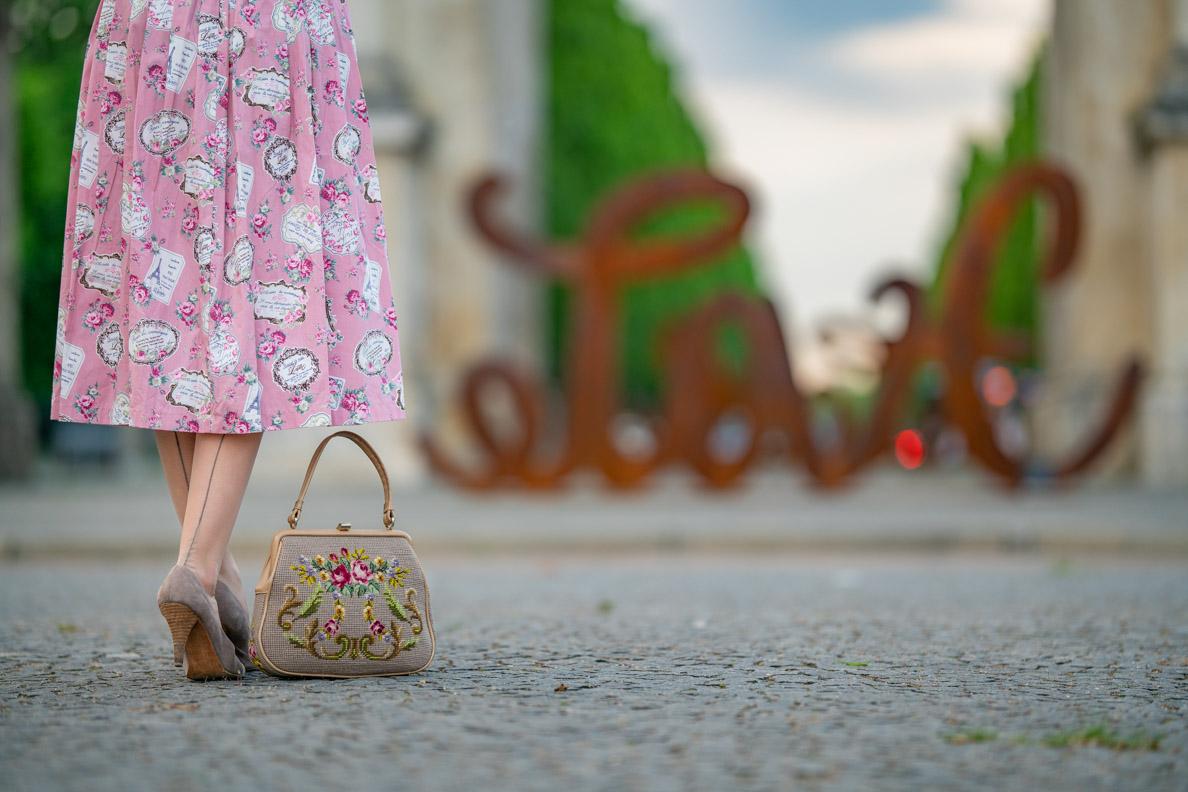 RetroCat mit Nahtstrümpfen von Secrets in Lace - Europe und einem rosa Kleid