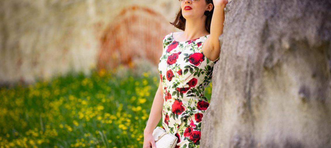 Sich fühlen wie Dornröschen mit dem Naomi Floral Rose Dress von Dolly and Dotty