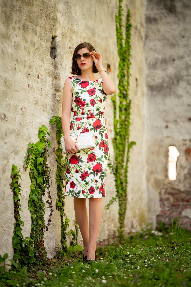 Vintage-Bloggerin RetroCat mit dem Dolly and Dotty Naomi Floral Rose Dress