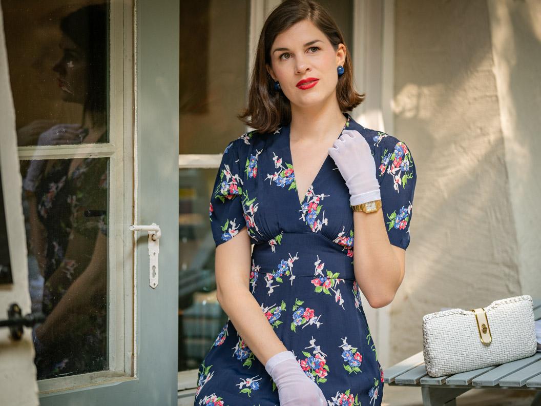 Beauty-Bloggerin RetroCat mit einem klassischen Retro-Make-up im Stil der 40er
