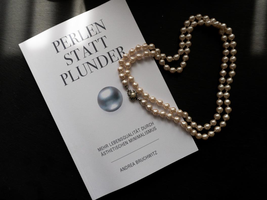 Das Buch Perlen statt Plunder: Mehr Lebensqualität durch ästhetischen Minimalismus von Andrea Bruchwitz