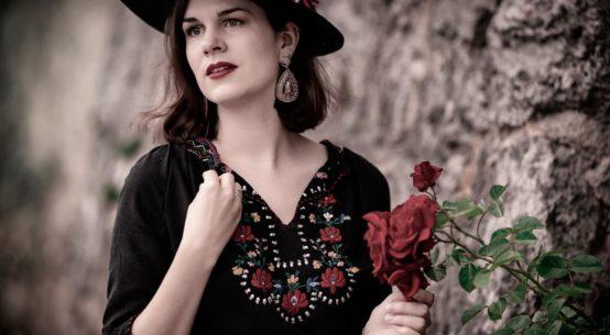 Where the wild Roses grow: Romantische Sommertage mit einer ungarischen Vintage-Bluse
