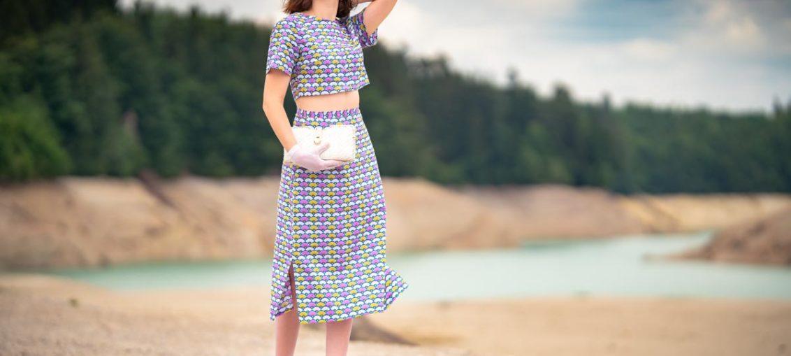Ein farbenfroher 60s-Look für den Sommer mit dem Fan Dress von Grünten Mode