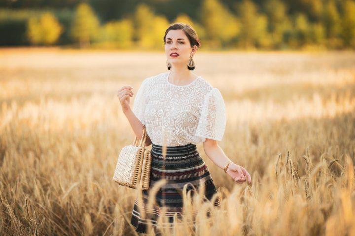 Adrett im Kornfeld mit der Fortune Blouse von Grünten Mode
