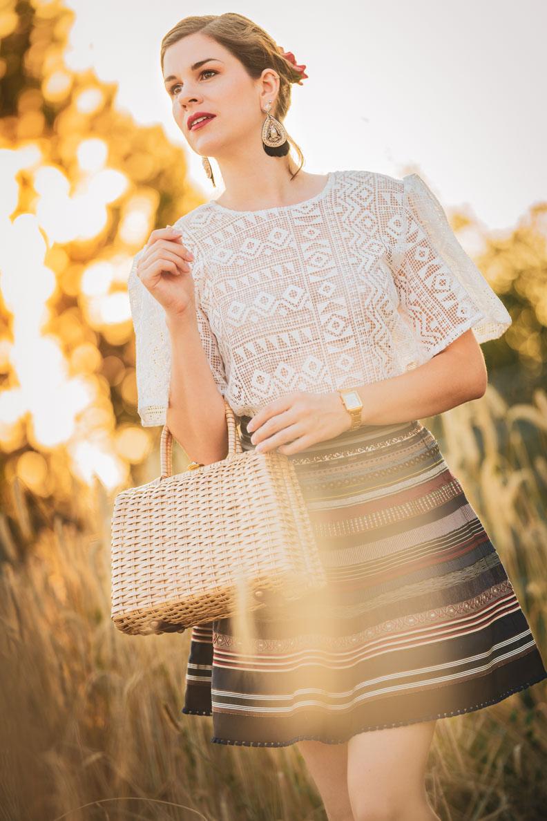 Vintage-Mode-Bloggerin Sandra in einem romantischen, verspielten 60er-Jahre-Outfit