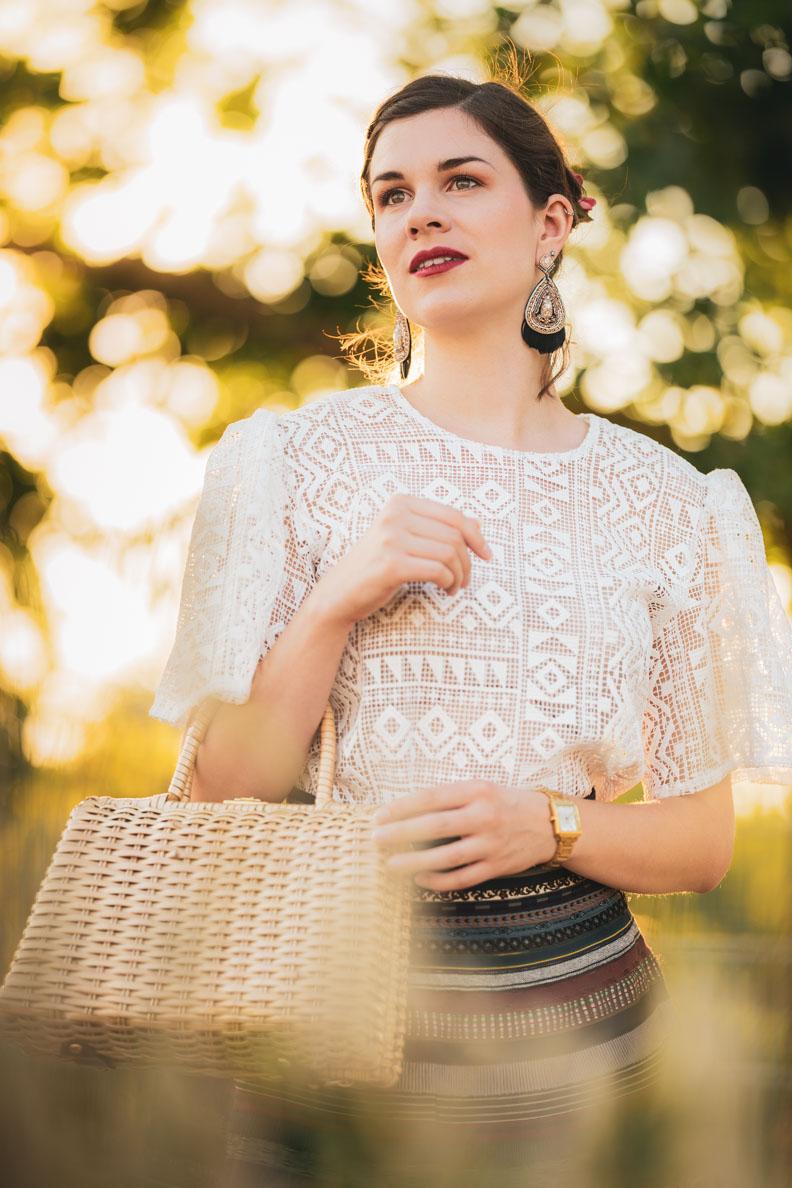 RetroCat mit der weißen Fortune Blouse von Grünten Mode