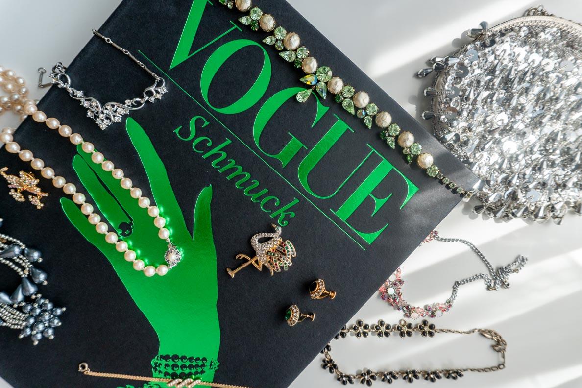 Vorstellung von Vogue: Schmuck auf dem Buch-Blog RetroCat