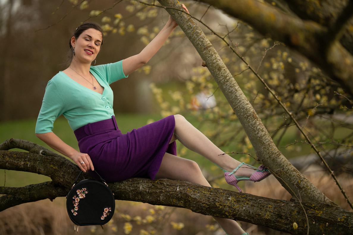 Outtake: RetroCat beim Posen in einem Baum