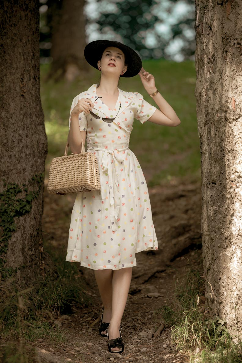 Sandra vom Vintage-Blog RetroCat mit dem Peggy Wrap Dress von The Seamstress of Bloomsbury