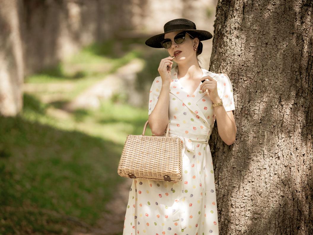"""Vintage- und Beauty-Bloggerin RetroCat mit dem roten Lippenstift """"Gabrielle"""" von Chanel"""