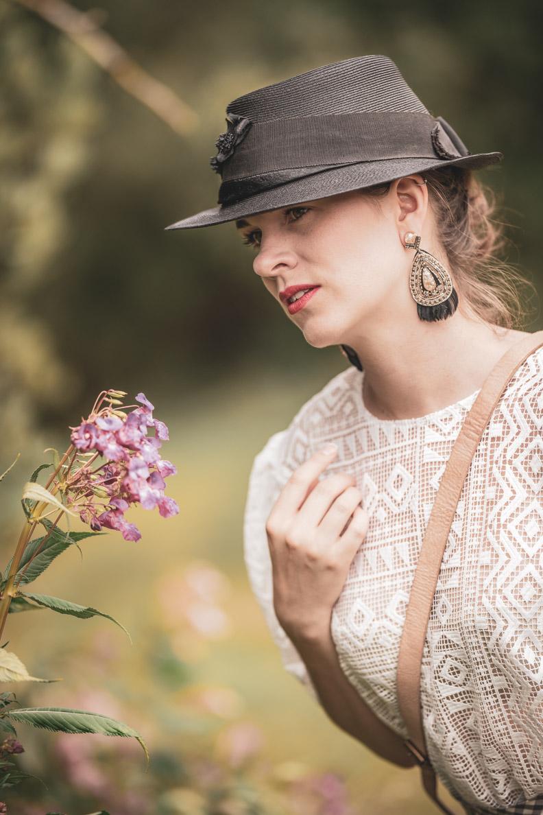 Beauty-Bloggerin RetroCat mit einem romantischen Sommer-Make-up