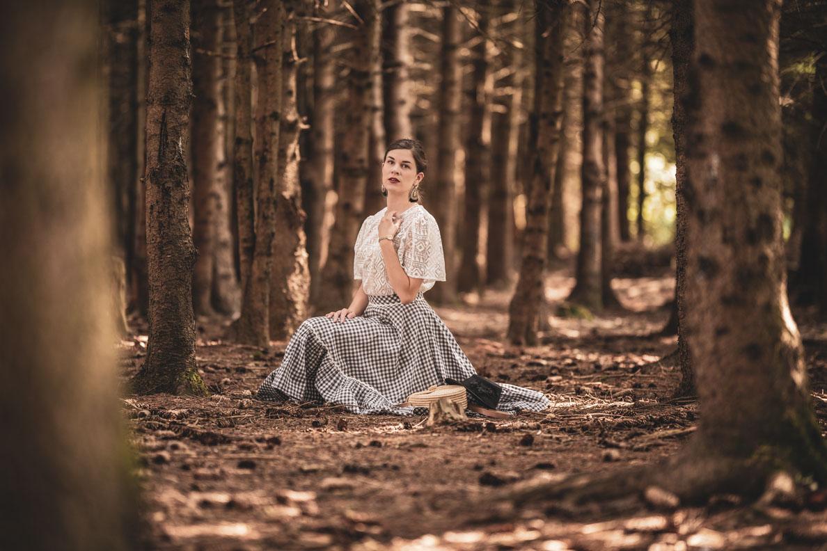 Mode-Bloggerin RetroCat mit Vichy-Rock von Lena Hoschek und Spitzenbluse von Grünten Mode