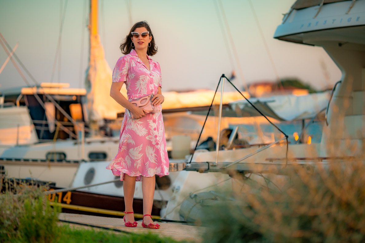 RetroCat mit dem 40er-Jahre-Kleid Lisa von The Seamstress of Bloomsbury