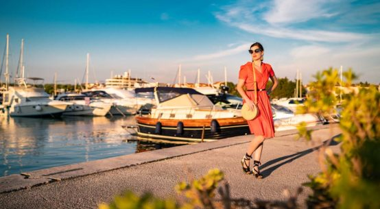 Style-Tagebuch Kroatien: Oranges Kleid und sommerliche Accessoires
