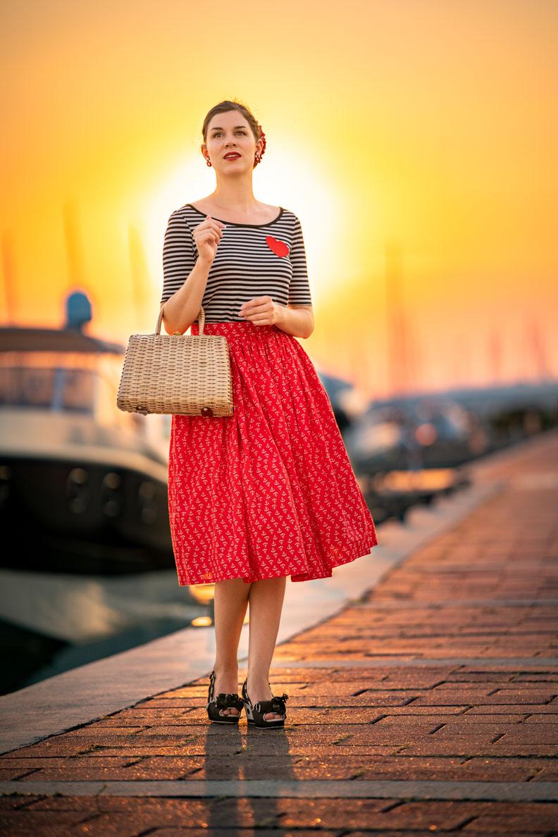 Vintage-Mode-Bloggerin RetroCat mit dem maritimen Sailor Girl Outfit von Grünten Mode