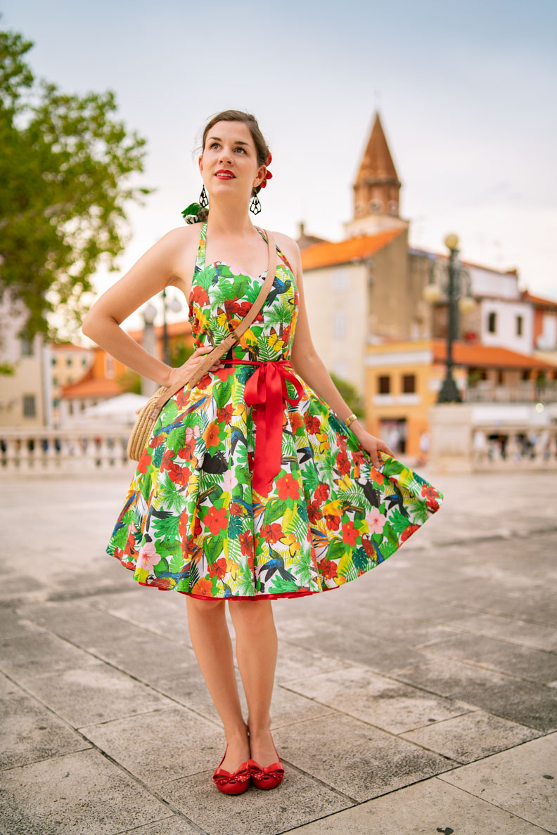 Vintage-Mode-Bloggerin RetroCat in einem Petticoat-Sommerkleid von Belle Couture in Zadar