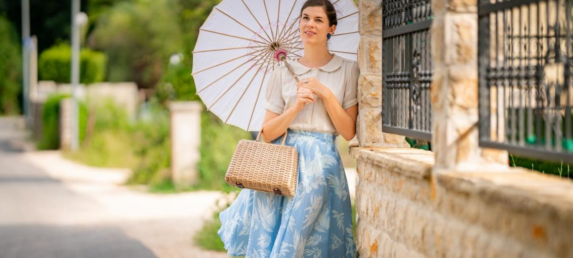 "Ein Spaziergang am Meer mit dem Isabelle Skirt in ""Blue Hawaii"" von The Seamstress of Bloomsbury"