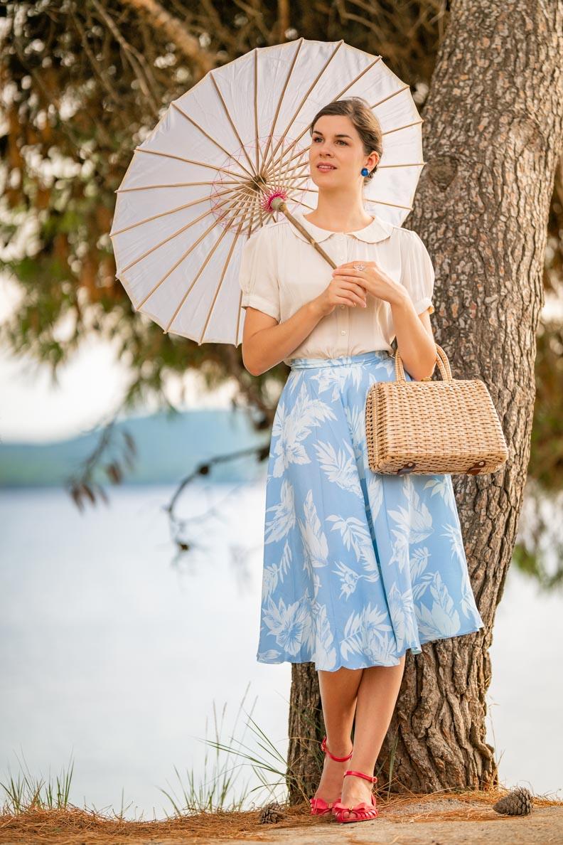 Vintage-Bloggerin RetroCat mit einem entspannten 40er-Jahre-Outfit für den Sommer