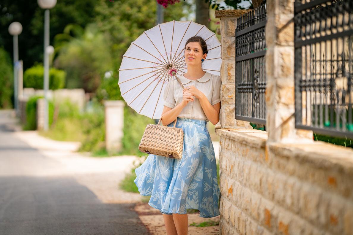 Vintage-Mode-Bloggerin RetroCat mit einem sommerlichen 40er-Jahre-Outfit von The Seamstress of Bloomsbury