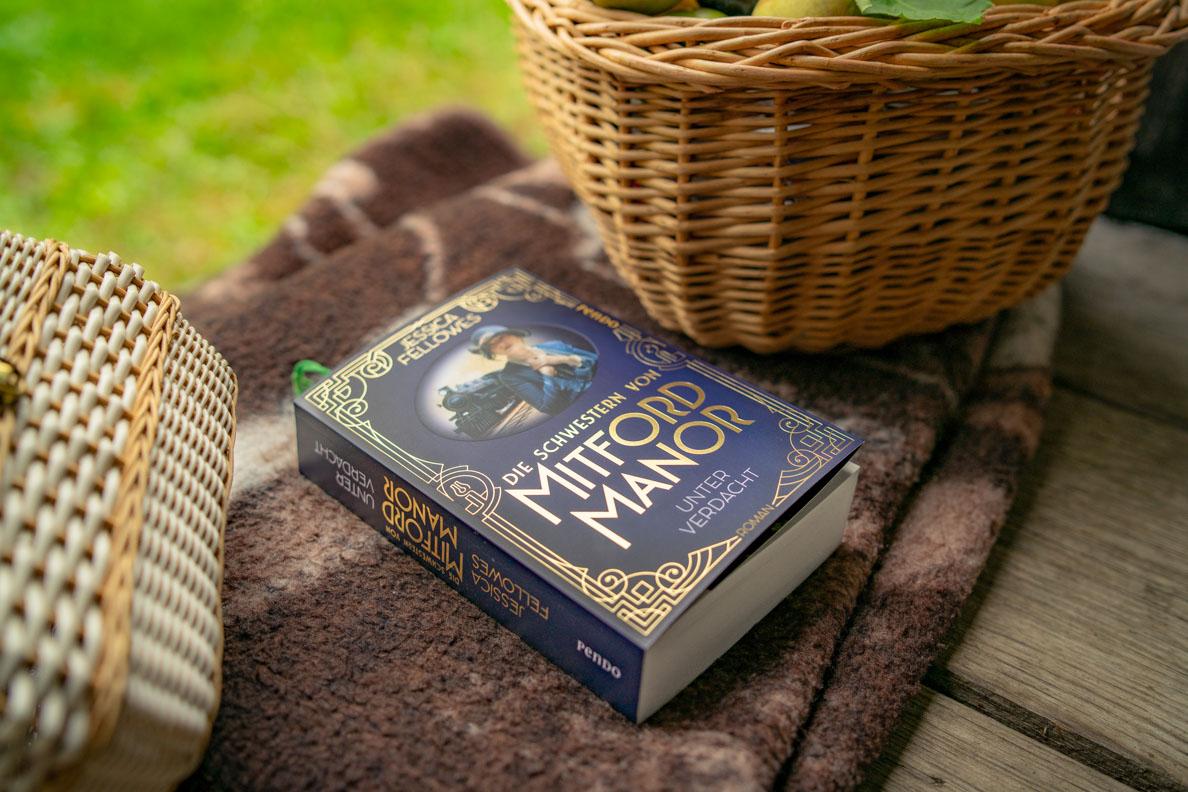 """Lesetipp: Der historische Roman """"Die Schwestern von Mitford Manor - Unter Verdacht"""""""