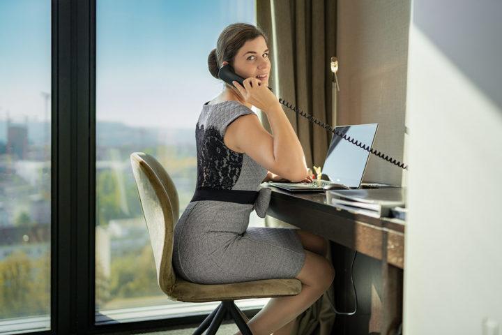 Dress for Success: Büro-Outfits im Retro-Stil & gängige Business Dresscodes