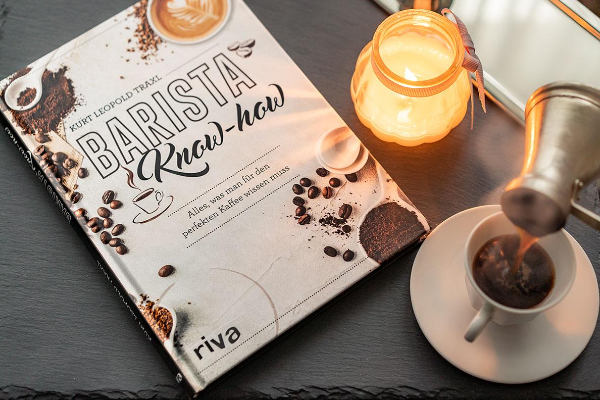 Türkischer Kaffee und das Buch Barista Know-how (riva Verlag) von Kurt Traxl